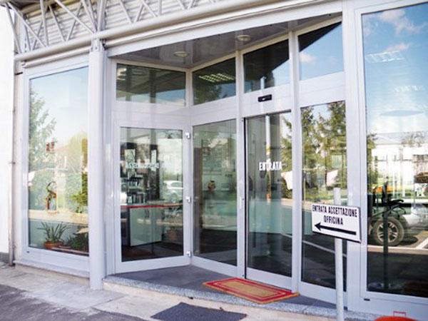 Vetrine per negozi mantova reggio emilia sconti for Negozi arredamento reggio emilia